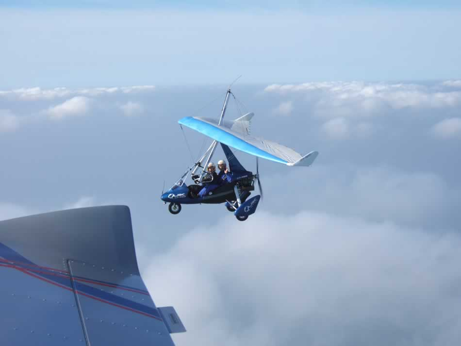 Flying in formation with a Quik GT450