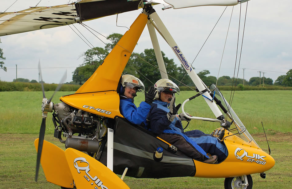 Trial flight passenger sets off in a Quik GT450 microlight