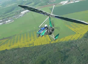 Flex-wing microlight turning finals to land
